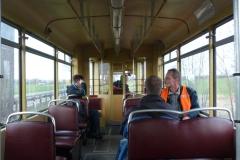 Blick in den Fahrgastraum - betroffene Gesichter.