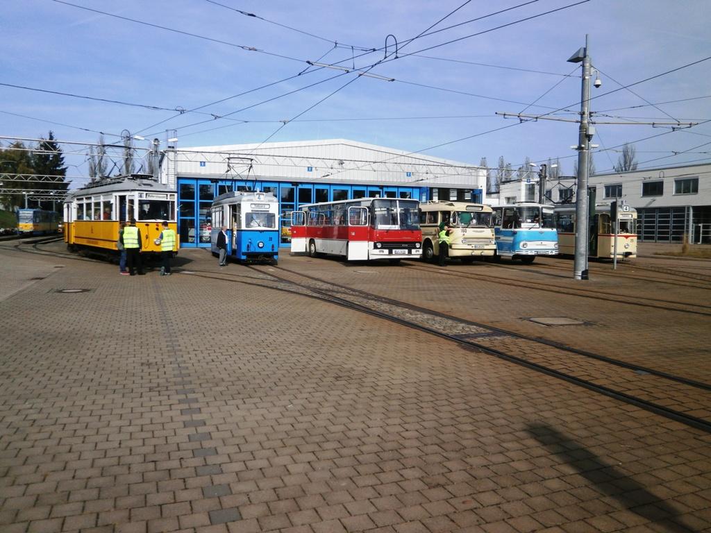Tw-39, 215, Zug 56-82-101, DVB Ikarus 66, Ikarus 255, Fleischerbus, TWSB Behof., 12.10.2014, (c) Schneider