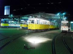 Betriebshof bei Nacht: Tw 442, Tw 306, hist. Zug 56-82-101,ATw 47, 30.09.2011 (C) Schneider
