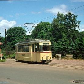Triebwagen 47 an der Endhaltestelle Hauptfriedhof. (7. Juli 1974)