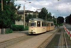 Triebwagen 43 mit Beiwagen 94 auf Linie 2 ebenfalls am Hauptbahnhof. (7. Juli 1974)