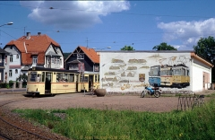 Triebwagen 212 mit Beiwagen 75 an der Endhaltestelle in Tabarz. (24. Juni 1990)