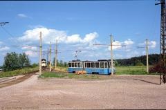 TW 301 wendet im Dreieck; TW 213 mit BW 79 fährt sofort ein. (24. Juni 1990)