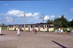 TW 213 steht für die Fahrgäste als Anschluss bereit. (24. Juni 1990)
