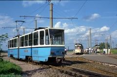 301 hat gewendet und wartet auf Reisende die gerade vom Zug aus Richtung Tabarz umsteigen. (24. Juni 1990)