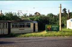 Triebwagen 212 mit Beiwagen 75 ebenfalls am Hauptbahnhof. (24. Juni 1990)