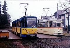 Die Wagen 301 und 215 der Straßen- und Thüringerwaldbahn Gotha treffen sich an der Endstelle in Tabarz. (April 2002)