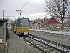 Triebwagen 302 an der Hst Wahlwinkel. (28. Dezember 2004)
