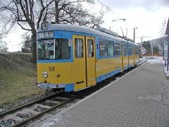 Triebwagen 528 an der Hst. Waltershausen Bahnhof. (28. Dezember 2004)
