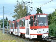 Triebwagen 311 gegenüber dem Betriebshof. (12.9.2004)