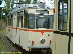 Triebwagen 47 direkt hinter TW 320. (12.9.2004)