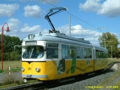 Triebwagen 395 in der Wendeschleife am Krankenhaus. (12.9.2004)
