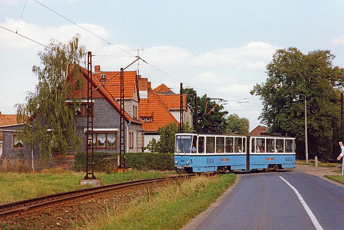 Im sicheren Abstand folgte auch Tw 303 (CKD 1981) in Waldbahnausführung., welcher 8 Jahre später modernisiert wurde.