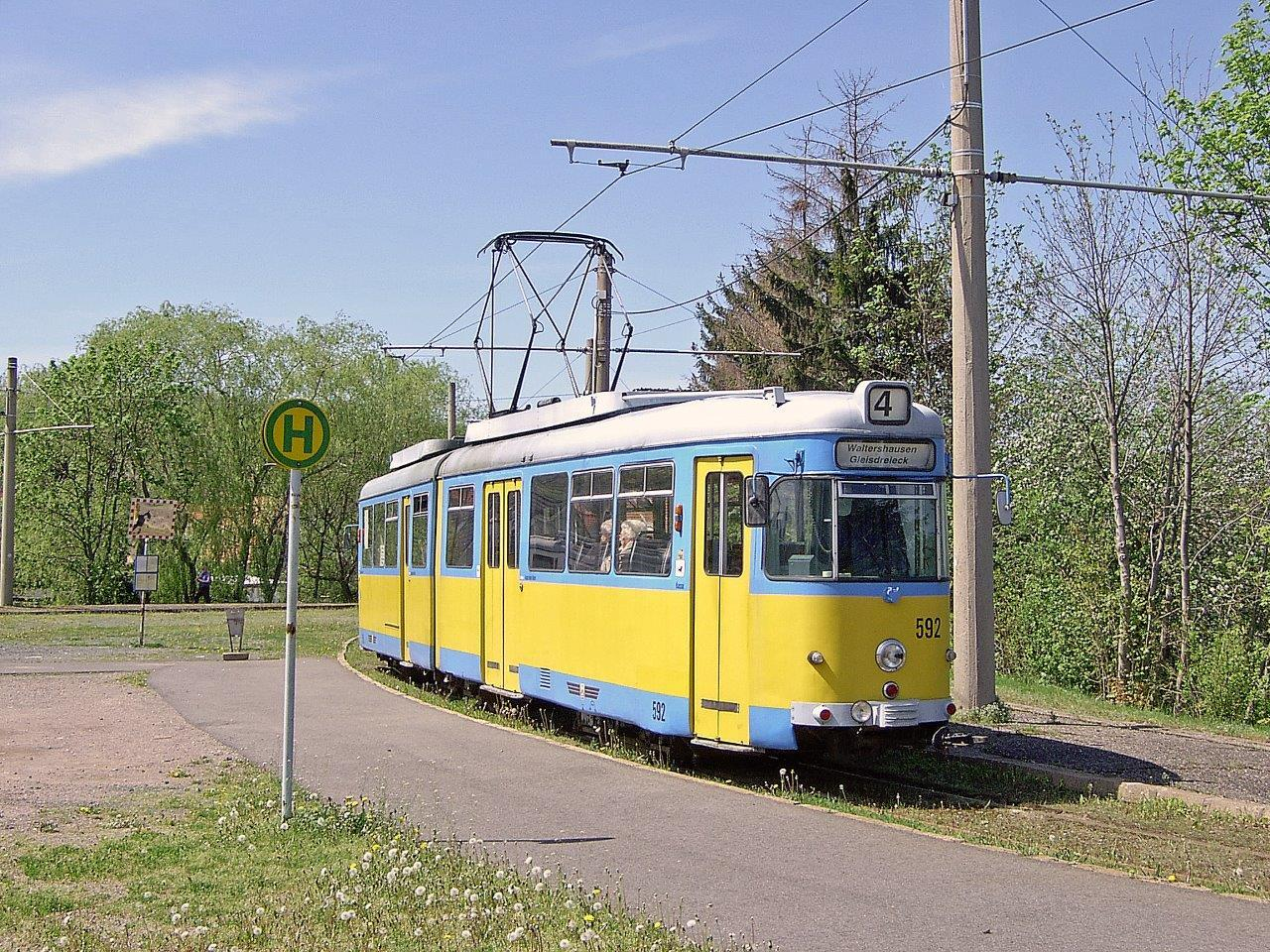 Am Gleisdreieck begegnet uns GT6 TW 592 (DUEWAG 1959), 1994 es BOGESTRA Bochum. Ein Jahr später wurde auch dieses Fahrzeug, welches damals den Anschluss nach Walterhausen darstellte, verschrottet.