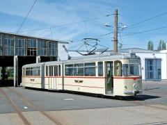 Der Gotha-Gelenktriebwagen G4 215, in Teil 1 noch im Linienbetrieb, jetzt als Museumszug