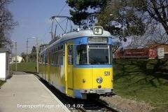 Triebwagen 528. Hier eine Zweirichtungsvariante. (10. April 2002)