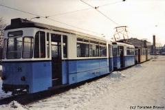 Beiwagen 95 (hinter Tw 35) am Hauptbahnhof. (zwischen 1991 und 1994)