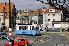 Triebwagen 38 unterwegs als Linie 2 biegt in die Huttenstraße ein. (zwischen 1991 und 1994)