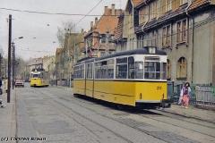 Triebwagen 213 als Linie 2 in der Ausweiche Reuterstraße (zwischen 1991 und 1994)
