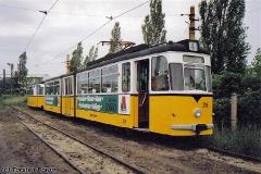 Triebwagen 216 neben der Wagenhalle. (zwischen 1991 und 1994)