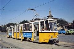 Triebwagen 304 am Hauptbahnhof. (Oktober 1991)