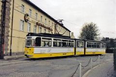 Triebwagen 215 vor dem Getriebewerk Gotha unterwegs zum Ostabhnhof. (zwischen 1991 und 1994) (c) Heiko Schiefelbein