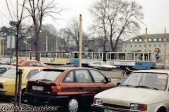 Triebwagen 302 schiebt einen defekten G4 am Myconiusplatz vorbei. (zwischen 1991 und 1994) (c) Heiko Schiefelbein