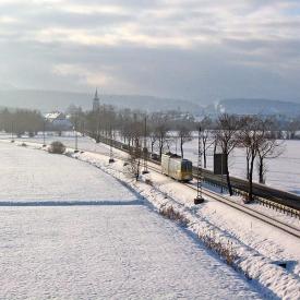 Triebwagen 412 vor der Ausweiche KM11. (29. Januar 2005)