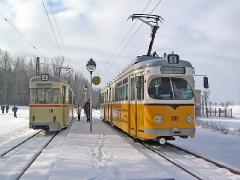 Zugkreuzung am Boxberg: TW 215 und TW 395 auf Linie 4. (29. Januar 2005)