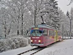 Triebwagen 396 bei der Einfahrt zur Hst. Friedrichroda. (27. Dezember 2004)