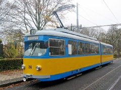 Triebwagen 396 jetzt wieder in blaugelb. Haltestelle Bahnhofstraße. (5. November 2005)
