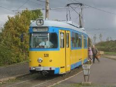Triebwagen 528 am Gleisdreieck Walterhausen. (16. Oktober 2004)