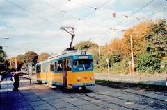 Triebwagen 401 am Hauptbahnhof. (14.10.2002)