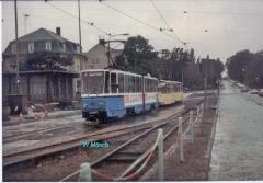 Triebwagen 37 und 301 hintereinander weg. (Sommer 1990)