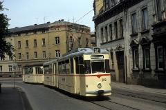 Tw 209 und Bw 96 als Zug der Linie 1 am unteren Ende der Waltershäuser Strasse. (Juni 1989)
