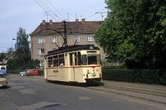 Während meines Besuchs im Juni 1989 war die Schleife am Ostbahnhof wegen Bauarbeiten nicht in Betrieb, sodass auf der Linie 2 solofahrende Zweirichtungswagen unterwegs waren (wenn ich mich recht erinnere, fuhren diese auch nur bis Huttenstrasse).  Es folgen mehrere Aufnahmen dieses Einsatzes, zunächst Tw 47. (Juni 1989)