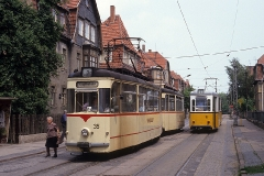 Begegnung der Zweiachserzüge 35-78 sowie 43-93 in der Ausweichstelle Reuterstrasse. (Juni 1990)