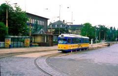 Ein ebenso inzwischen historisches Bild von der Thüringerwaldbahn entstand am 29. Mai 1994 auf dem Bahnhofsvorplatz in Gotha. Dieser Platz wurde in den letzten Jahren gänzlich umgestaltet.