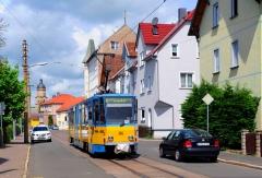 """Von der Straße """"Im Brühl"""" hat man einen schönen Blick auf die Stadtkirche """"Zur Gotteshilfe"""" in Waltershausen. Die historische Altstadt ist in jeden Fall einen Besuch wert !! Am 21. Mai 2016 rollt der Triebwagen 316 in Richtung Waltershausen (Bahnhof)."""