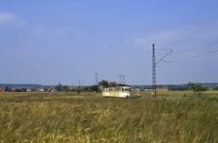 Blick aus der LPG auf Wahlwinkel und den Waldbahnzug nach Tabarz. (Tw 206/12.07.1987)