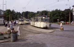 Dreimal Linie 2 in der alten Haltestellenanlage am Hauptbahnhof im Juli 1987.