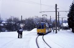 Ex-Bogestra 528 wartete am Gleisdreieck Waltershausen auf die Fahrgäste aus Gotha und Tabarz. Die Zweirichter waren bestens geeignet für den Einsatz auf