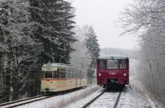 Tw 215 und EBS 772 345 zwischen Reinhardsbrunn und Schnepfenthal, 25.01.2014 (3), (C) Quaß