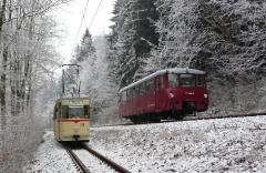 Tw 215 und EBS 772 345 zwischen Reinhardsbrunn und Schnepfenthal, 25.01.2014 (4), (C) Quaß