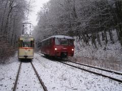 Tw 215 und EBS 772 345 kurz vor Reinhardsbrunn Bf., 25.01.2014, (C) Schneider