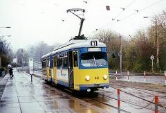 Am Gothaer Bahnhof wartet der Triebwagen 442 auf seine nächste Fahrt nach Sundhausen. (April 2002)