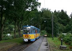 Triebwagen 306 an der Haltestelle Friedrichroda. (September 2004)