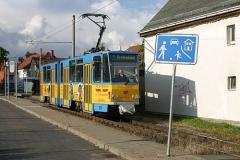 Triebwagen 301 aufgenommen in Sundhausen. Der Wagen bedient allerdings nicht die eigentliche Waldbahn (Linie 4), sondern Linie 1 zum Krankenhaus. (August 2004)