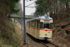 Auf der Rückfahrt bildete die Russenbrücke natürlich ein Objekt der Begierde, Tw 215. (FoSoFa 2007)