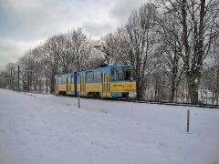Triebwagen 302. Der KT4D hat soeben Tabarz verlassen. (28. Dezember 2004)